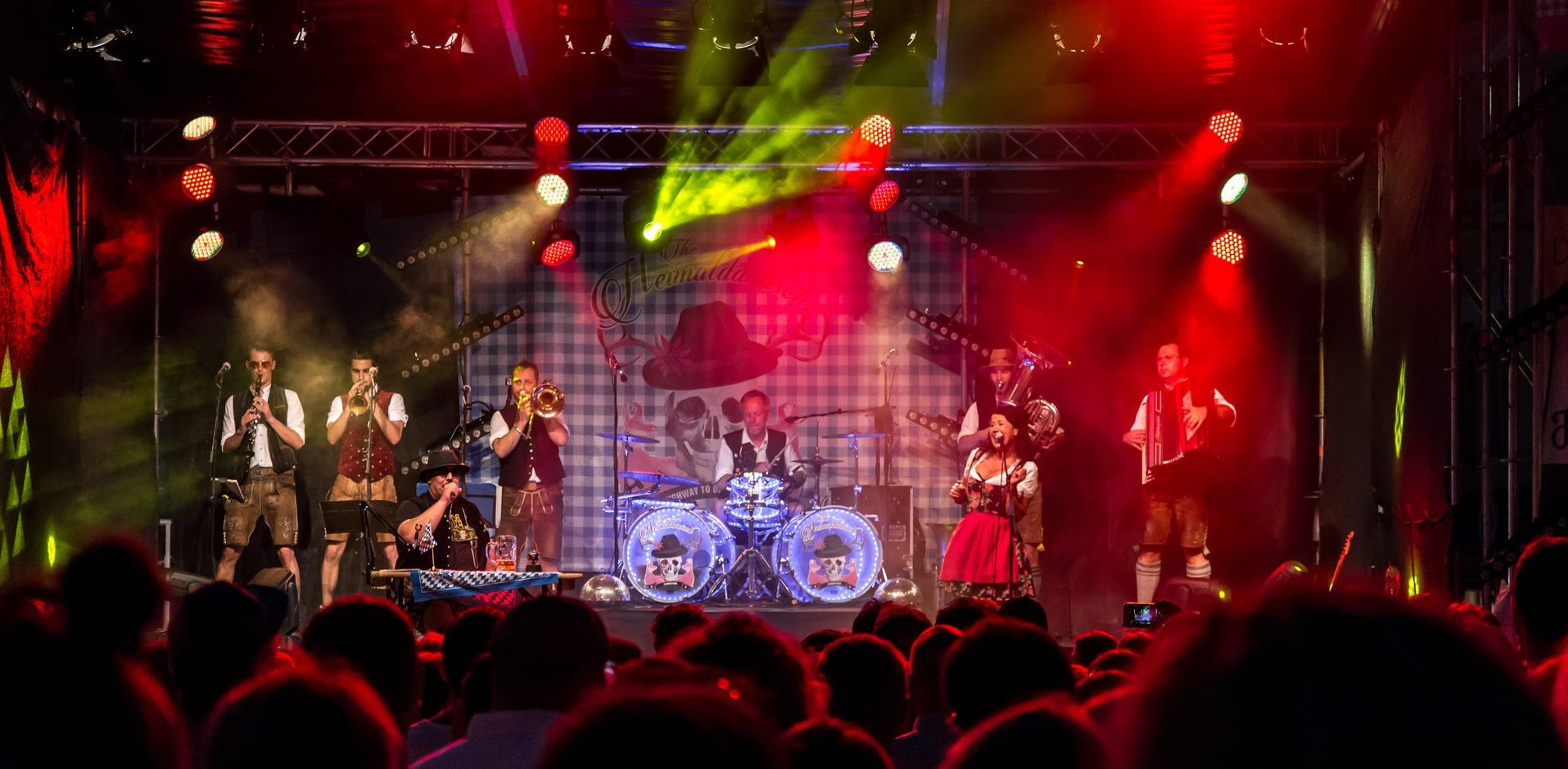 The Heimatdamisch - Circus Oberkrain